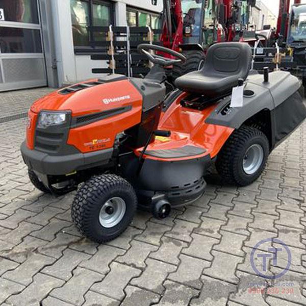 Máy cắt cỏ ngồi lái TC138L 960 51 01-89