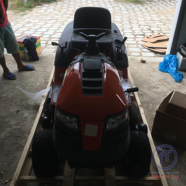 Máy cắt cỏ người lái Husq TC138L New 6