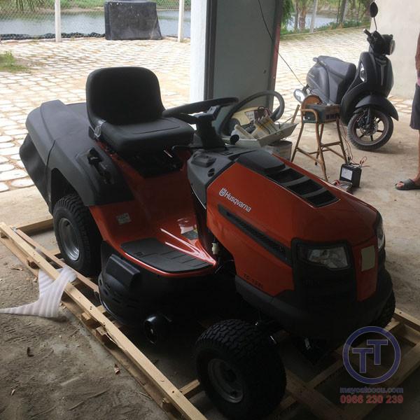 Máy cắt cỏ người lái Husq TC138L New 8