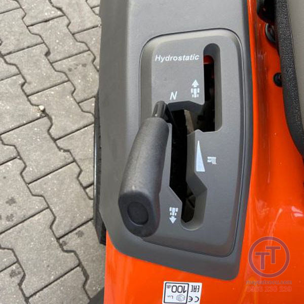 Máy cắt cỏ người lái TC138L 2020